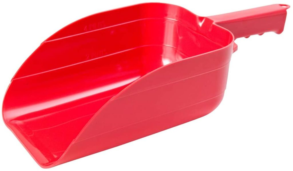 Little Giant Plastic Utility Scoop (Red) Heavy Duty Stackable Plastic Farm Scoop with Sturdy Grip (5 Pint) (Item No. 90RED)